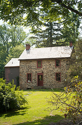 Stone cottage in Pennsylvania  - p1248m1491866 by miguel sobreira