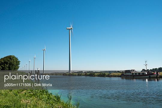 Windräder am Kanal, Nordholland - p305m1171506 von Dirk Morla