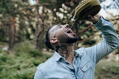 man in nature, caring for the environment, Madrid / Spain - p300m2299141 von Jose Carlos Ichiro