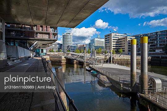 Magellan-Terrassen am Sandtorhafen, HafenCity, Hamburg, Deutschland - p1316m1160989 von Arnt Haug