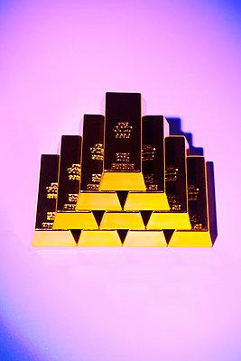 Gold bars - p1149m1589515 by Yvonne Röder