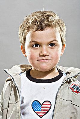 Jungenporträt - p2687161 von Christof Mattes