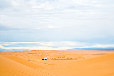 Truck Driving Through Desert - p555m1453685 by Spaces Images