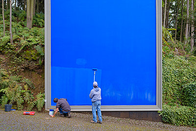 Portugal, Madeira, Blue billboard - p1600m2175627 by Ole Spata
