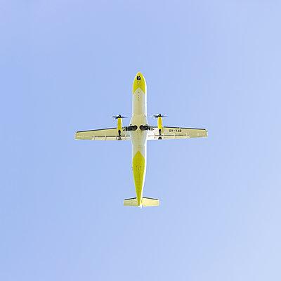 Flugzeug von unten - p105m1440977 von André Schuster