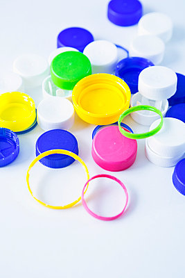 Plastic waste - p1149m2116616 by Yvonne Röder