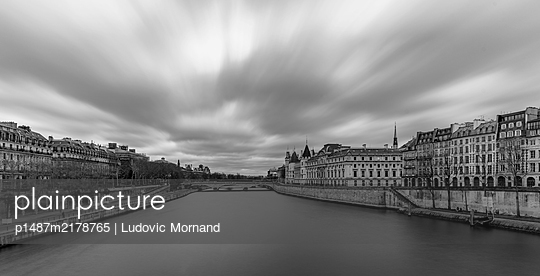 View of Paris over the Seine in long exposure - p1487m2178765 by Ludovic Mornand