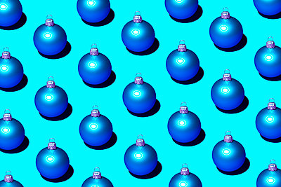 Christmas baubles - p1149m2141752 by Yvonne Röder