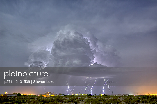 An isolated storm cell illuminated by moonlight during the 2015 Monsoon season, Arizona, United States of America - p871m2101506 by Steven Love