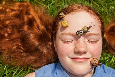viele Schnecken im Gesicht - p045m1461179 von Jasmin Sander