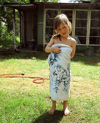 Kind nach dem Baden - p3530177 von Stüdyo Berlin