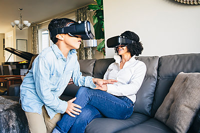 Mother and son using virtual reality goggles - p555m1305898 by Inti St Clair