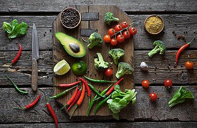 Sliced fruit and vegetables on cutting board - p555m1504010 by Valeriya Tikhonova
