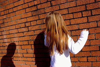 Mädchen in Angst - p5970189 von Tim Robinson