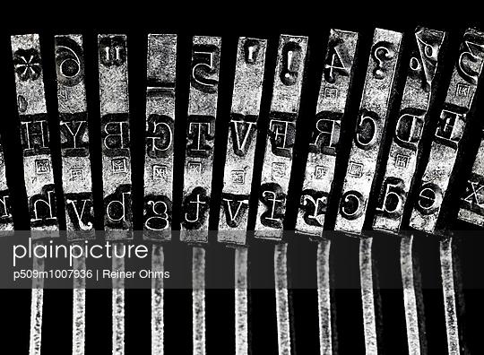 Typografie - p509m1007936 von Reiner Ohms