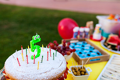 Birthday cake with candles - p300m1189651 by Valentina Barreto