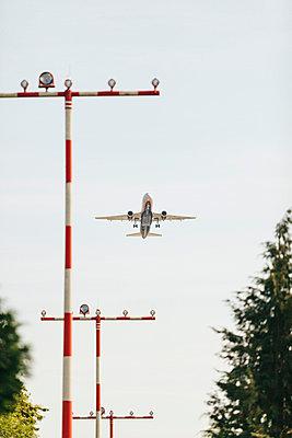 Airplane at the start - p586m1108781 by Kniel Synnatzschke
