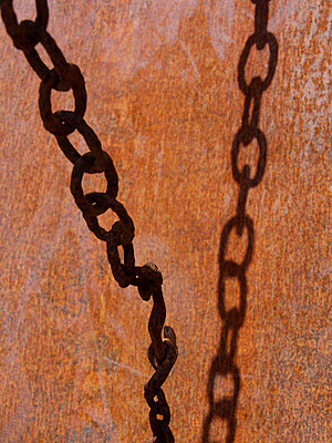 Rusty chain - p813m916241 by B.Jaubert
