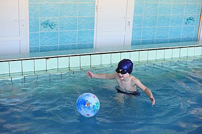 The boy learn to swim in the indoor pool - p1412m1488269 by Svetlana Shemeleva