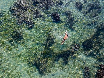 Indonesia, Bali, Aerial view of snorkeler - p300m2042598 von Konstantin Trubavin