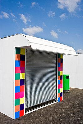 Kiosk am Meer - p5350262 von Michelle Gibson
