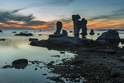 Kalksteinfelsen auf Farö - p745m891628 von Reto Puppetti