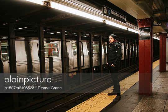Single man in the subway, New York City - p1507m2196523 by Emma Grann