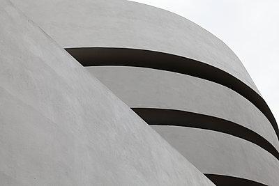 USA, New York City, Facade of the Guggenheim Museum - p1154m2289177 by Tom Hogan