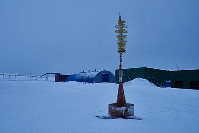 Point of the compass - p1203m1132397 by Bernd Schumacher