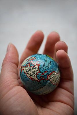 Kleiner Globus - p1235m2035700 von Karoliina Norontaus