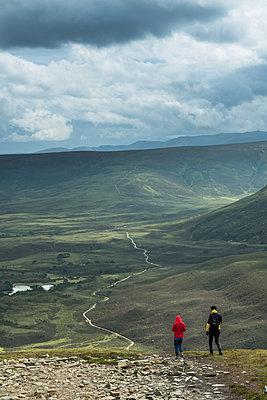 Wandern in den Highlands - p954m2021852 von Heidi Mayer