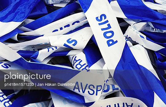 Absperrband - p1418m1571233 von Jan Håkan Dahlström