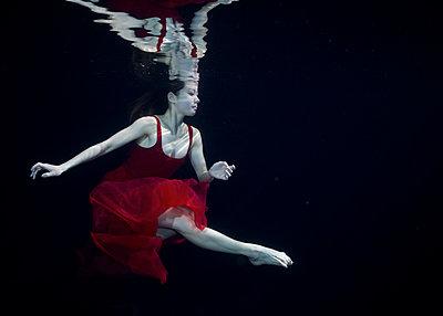 Unterwassertänzerin - p1554m2158705 von Tina Gutierrez