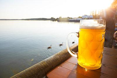 Lakeside beer garden - p454m2152810 by Lubitz + Dorner