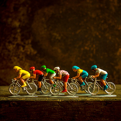 Figurines of cyclists. France. - p813m1465112 by B.Jaubert
