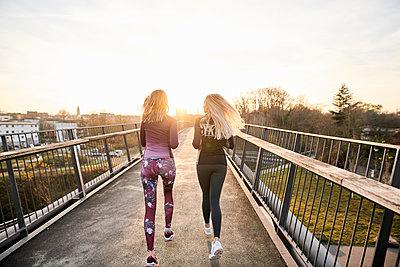 Two women doing running training, Lake Phönixsee, Dortmund - p890m2231028 by Mielek