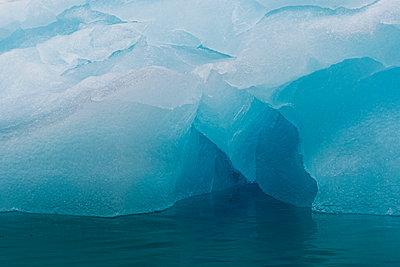 Iceberg, Krossfjorden, Spitsbergen, Svalbard, Norway - p924m2074719 by Delta Images