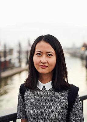 Portrait Asiatin - p1124m1169916 von Willing-Holtz