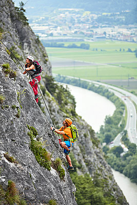 Austria, Tyrol, two rock climbers in Martinswand - p300m2005653 by Christian Vorhofer