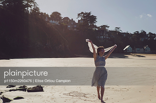 Woman in old fashioned dress on the beach - p1150m2260476 by Elise Ortiou Campion