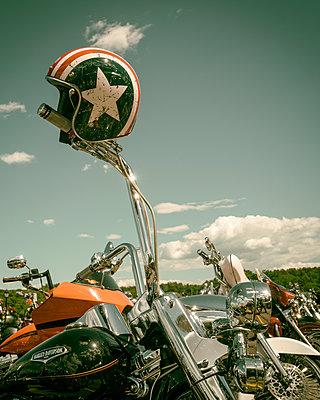 Captain America - p1154m1162653 by Tom Hogan
