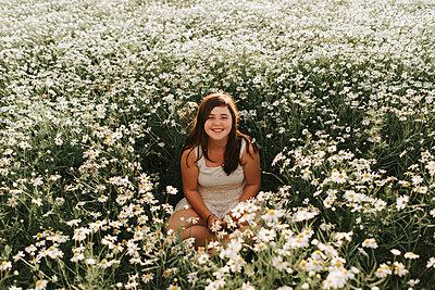 Girl in flower field - p1507m2168000 by Emma Grann