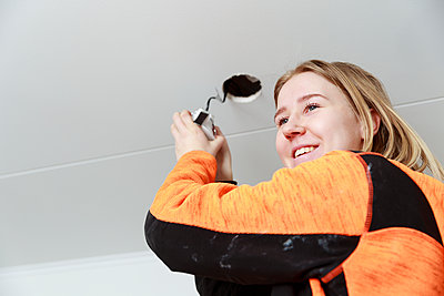 Young woman renovating house - p312m2262570 by Phia Bergdahl