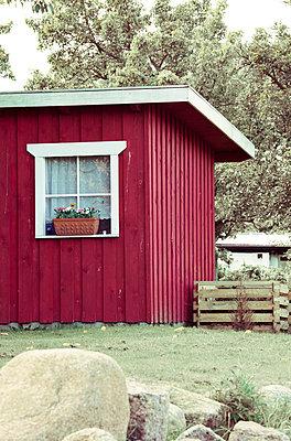 Red garden hut - p4320767 by mia takahara
