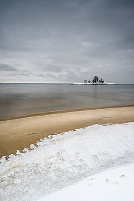 View of frozen sea - p312m1471605 by Mikael Svensson
