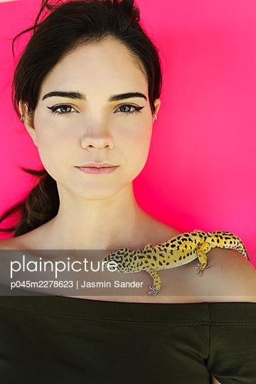 p045m2278623 by Jasmin Sander