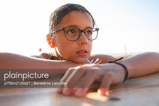 Girl with glasses - p756m2125027 by Bénédicte Lassalle