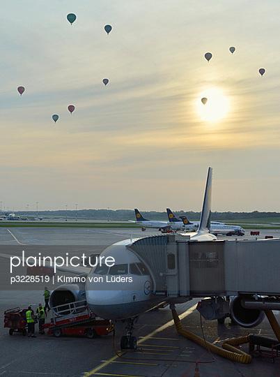Heissluftballons in Hamburg Flughafen - p3228519 von Kimmo von Lüders