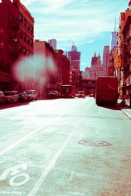 Düstere Atmosphäreauf New Yorker Straße - p432m1492032 von mia takahara