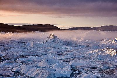 Sonnenaufgang am Eisfjord - p719m1181431 von Rudi Sebastian